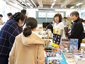 三三三市×3.11映画祭マーケット